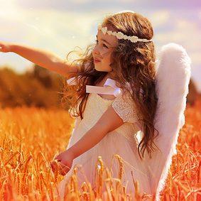 Moi, mon ange est Lauviah, je lui parle comme à un ami, je lui demande de m'aider ... et son aide arrive très souvent ! Faites comme moi